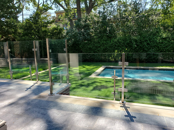 RAILING WITH STAINLESS STEEL POSTS 2