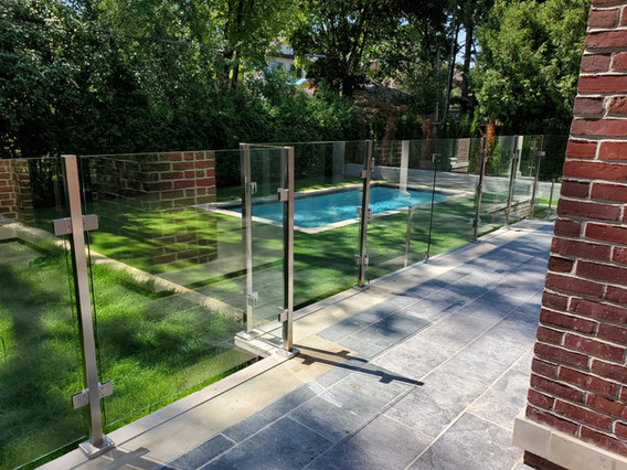 RAILING WITH STAINLESS STEEL POSTS 1