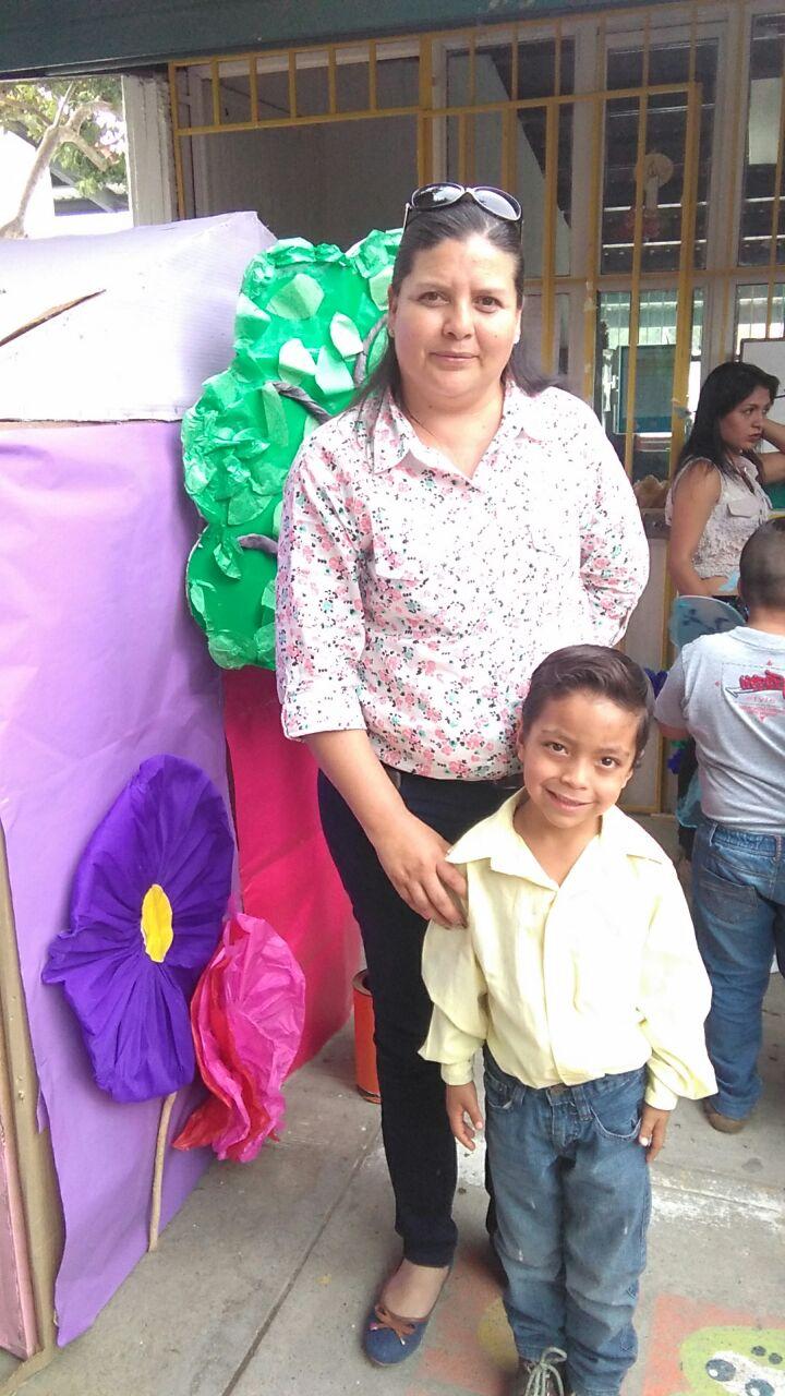 Con mi maestra de Kinder