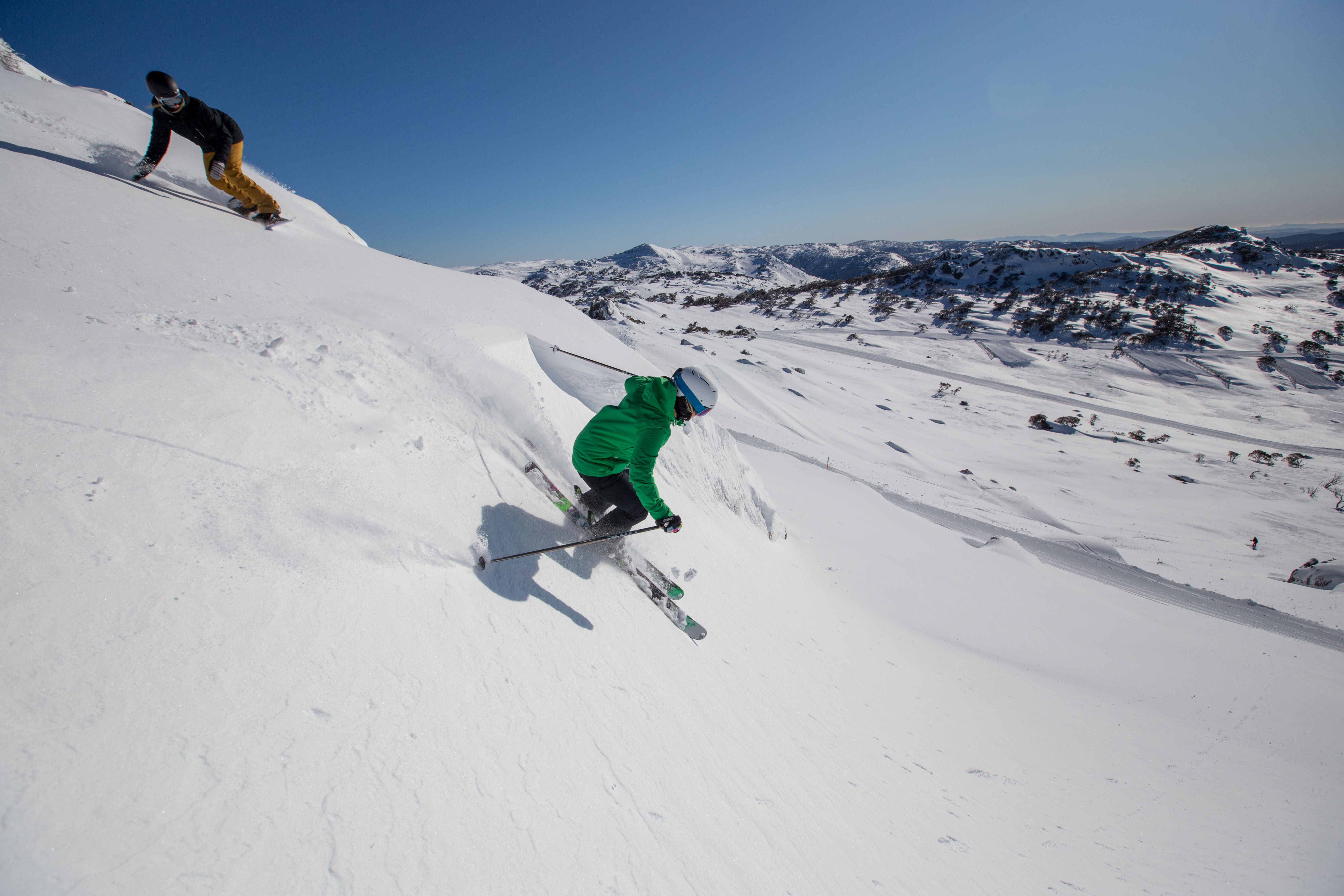 Friends-Skiing-Snowboarding-Perisher