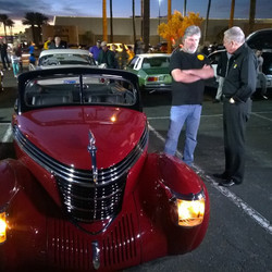 Yup, that's Barry Meguiar at the Pavilions on Saturday night.jpg  Apparently he's car crazy.jpg.jpg