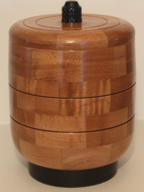 Urne fabriqué en bois de sapelli. NO: 5