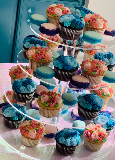 Double Sip & See Cupcake Tower!