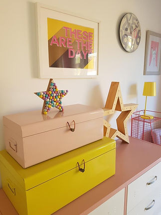 Pompom star shelf decoration.JPG