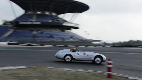 Nürburgring_Mercedes_Benz_Kurve-040.JPG