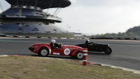 Nürburgring_Mercedes_Benz_Kurve-008.JPG