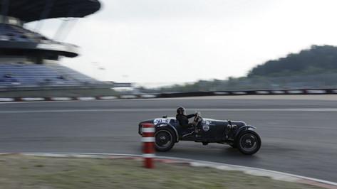 Nürburgring_Mercedes_Benz_Kurve-039.JPG