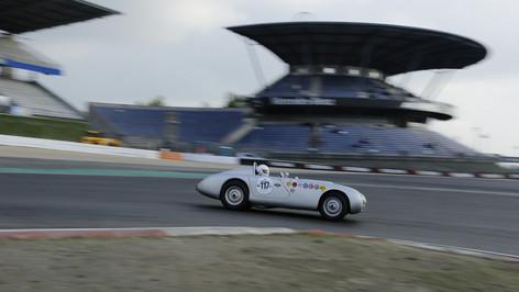 Nürburgring_Mercedes_Benz_Kurve-046.JPG