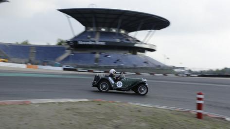 Nürburgring_Mercedes_Benz_Kurve-049.JPG