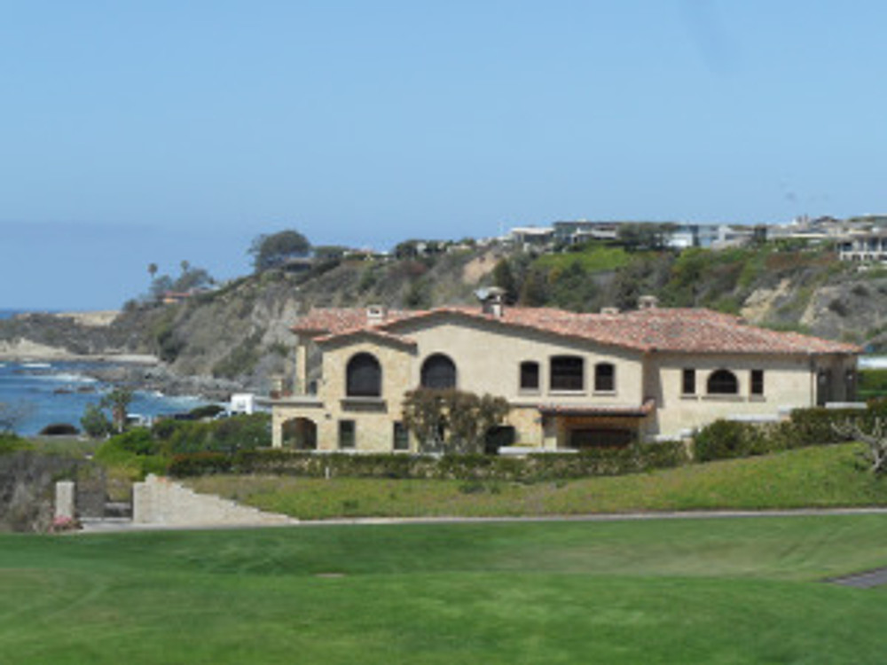 Nice house along the Laguna oceanfront