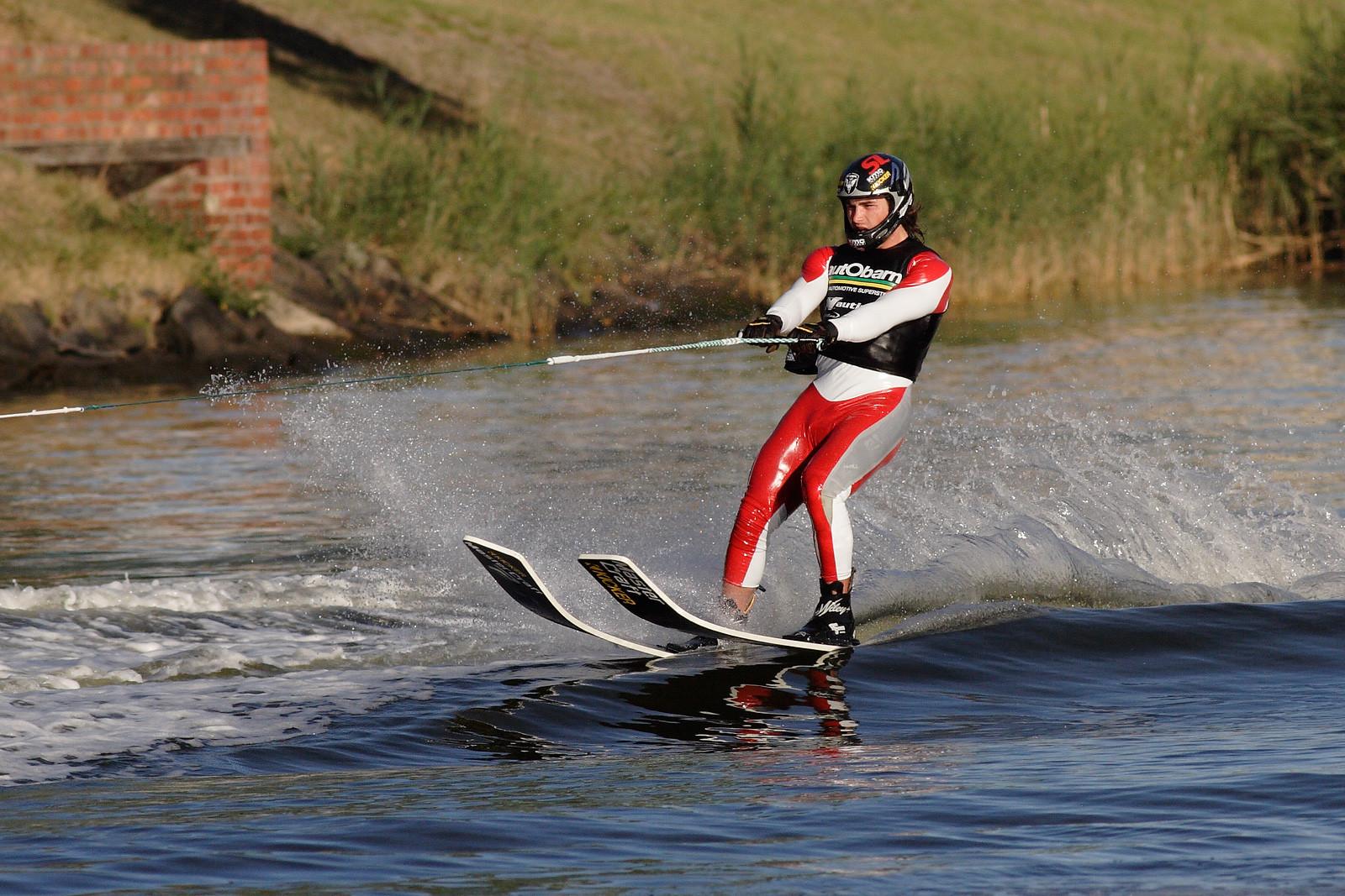 Water_skiing_on_the_yarra02.jpg