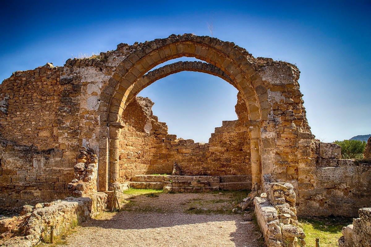 interior-de-la-iglesia-visigoda-del-parq