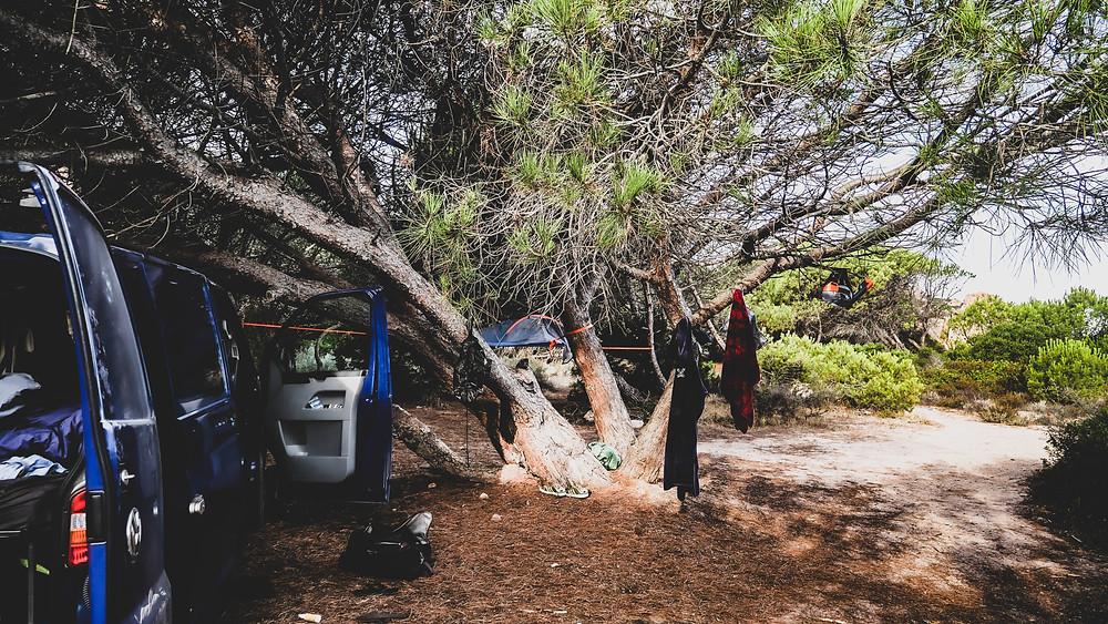 Best night spot : Camping sur la Costa Paradiso - Sardaigne - Vanlife - Céline Descroix