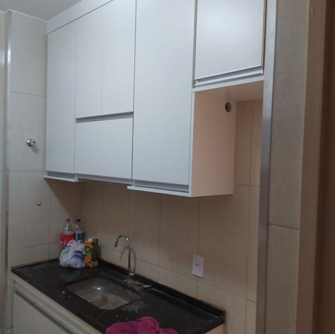 Cozinha planejada MDF branco no bairro Sta Branca