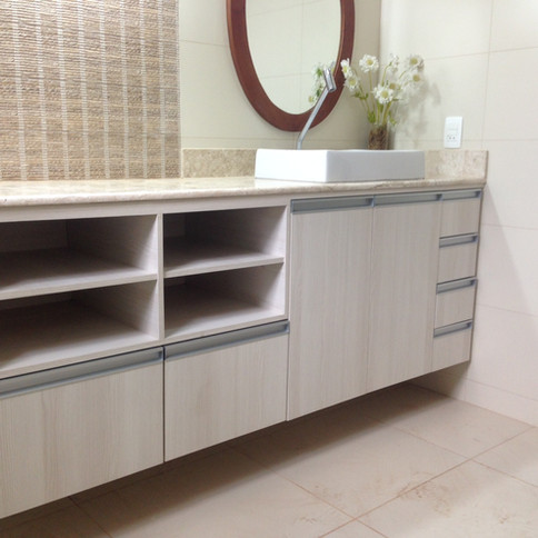 Armário para banheiro portas, gavetas e nichos