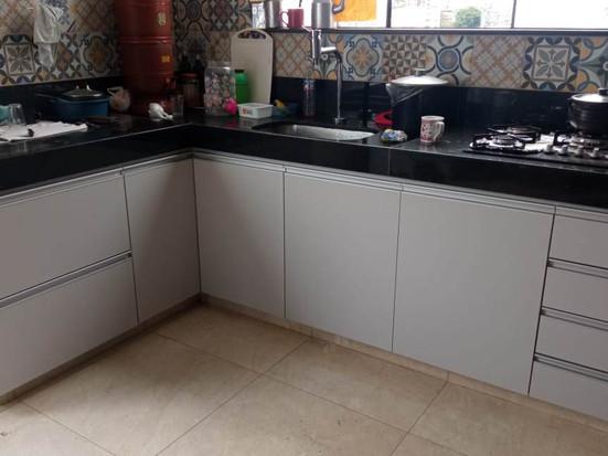 """Armário para bancada cozinha em """"L"""". MDF cinza cristal"""