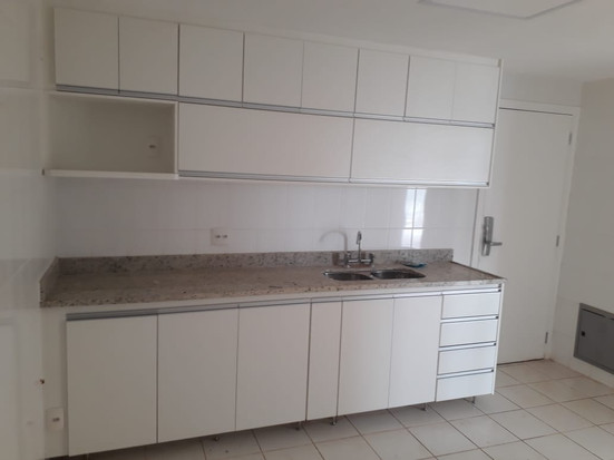 Cozinha planejada em MDF Branco Artico, puxador perfil de aluminio