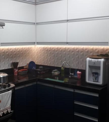 Cozinha planejada com 2 tons de cores