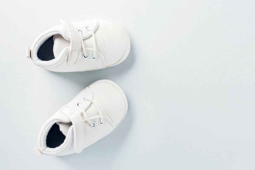 tiny-baby-shoes-on-pastel-background-URW