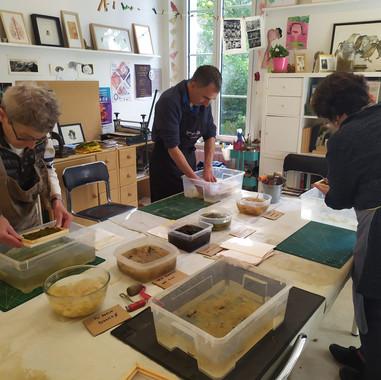 atelier de découverte de la création papier végétal à l'Atelier d'Akané à Hem