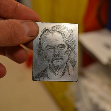 atelier de gravure. Plaque de zinc prête à être imprimée