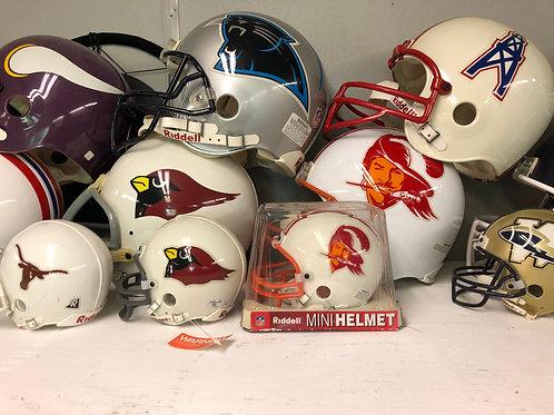 Display foot ball helmets (Offer)