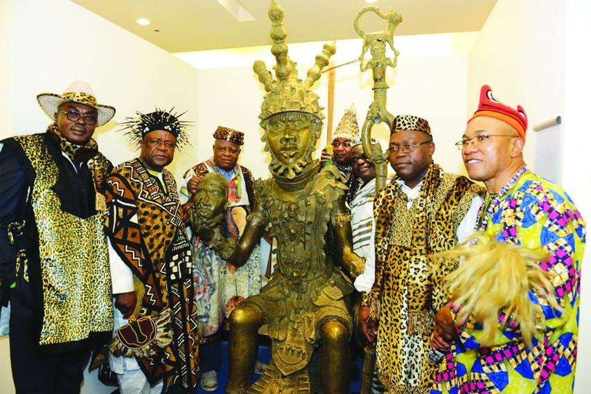 Kings with Bronze Benin Oba.jpg