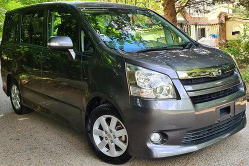 Toyota Noah Auto 8 seats