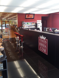 Insteriorismo de la tienda y cava para VINOSRIVERA.COM en Fuentespina, Burgos.