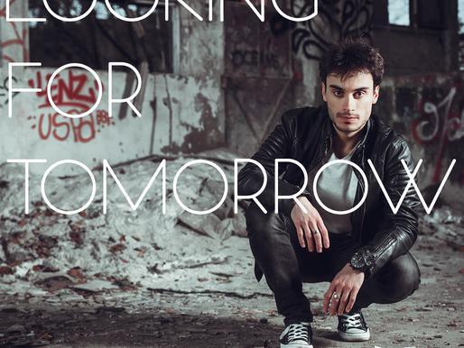 Looking for tomorrow: Le premier EP résolument rock de Romain Swan