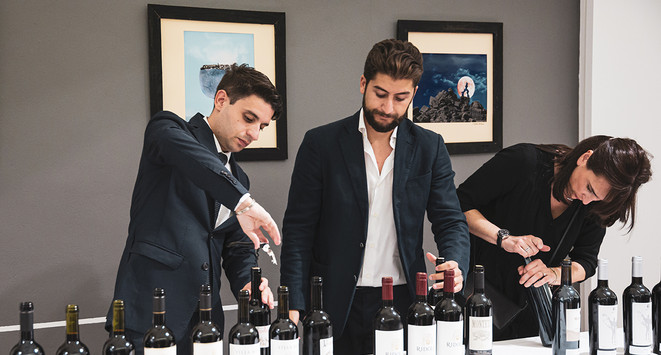 Technical tasting of wines en élevage with Tonnellerie Baron  Photo © Elis Taflaj