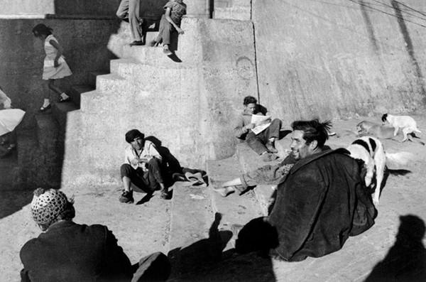 Sergio Larrain-Magnum Photos.jpeg