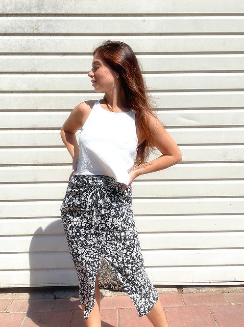 Twisted skirt -black & white