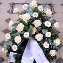 Krans hvide roser gerbera