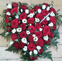 Hjerte røde roser hvide lisianthus