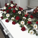 Kistepynt røde roser hvide gerbera