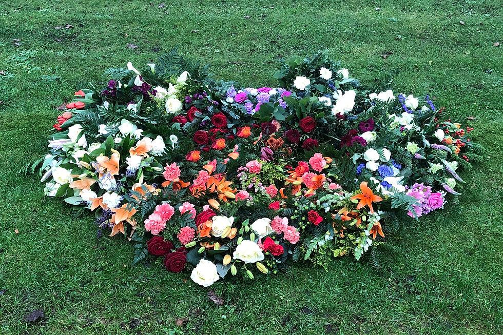 Blomster på gravsted.jpg
