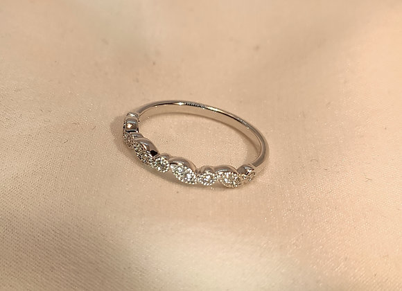 Alliance diamants désaxée or blanc