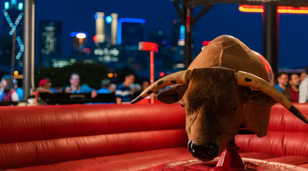 Gilley's-Dallas-Skyline-Bull.jpg