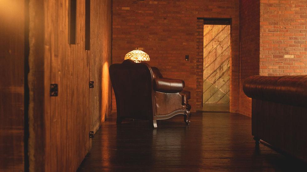 Bonnie-Clyde's-Interior-Photography.jpg