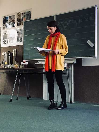 Básnířka ve škole