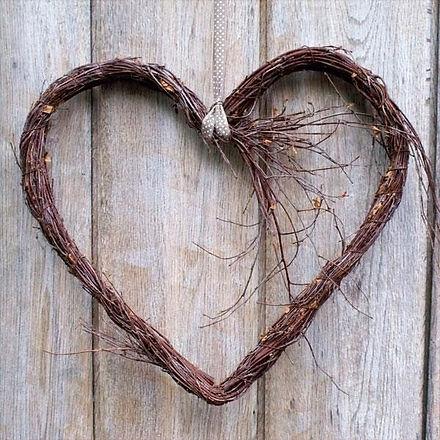 17ad7320cab6cc391e76a62ee2e5505c--heart-wreath-wooden-hearts_edited.jpg