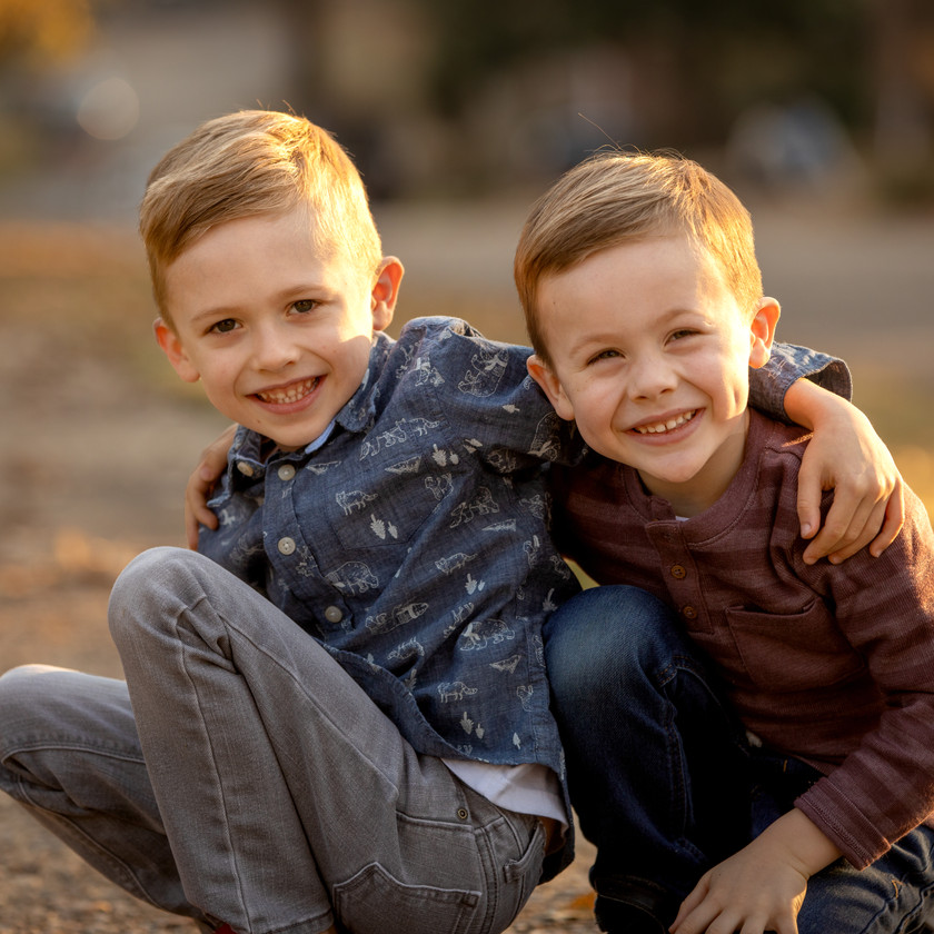 two brothers posing in a kids photography session