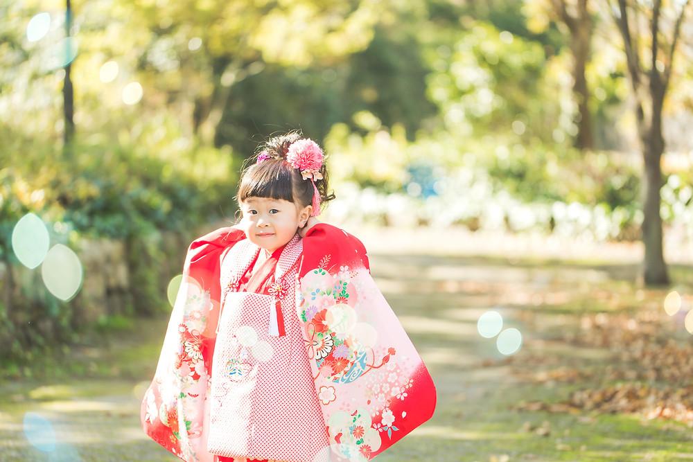 滋賀県彦根市の公園で七五三のお散歩フォトをフリーカメラマンが写真撮影しました
