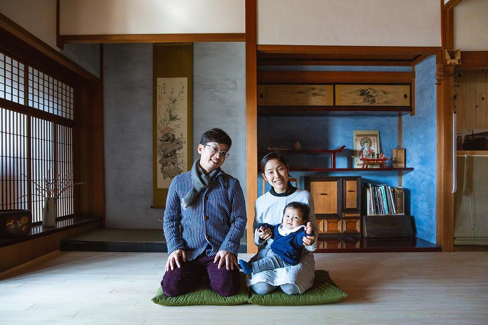 飛騨高山のご自身でリノベーションされたご自宅で家族写真撮影
