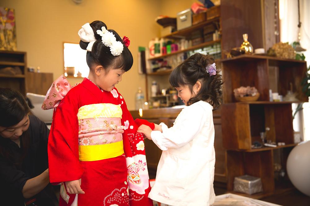 滋賀県彦根市の稲村神社でフリーカメラマンが七五三撮影をしました。