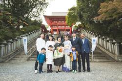 滋賀県大津市の近江神宮でお宮参りの撮影をフリーカメラマンがしました