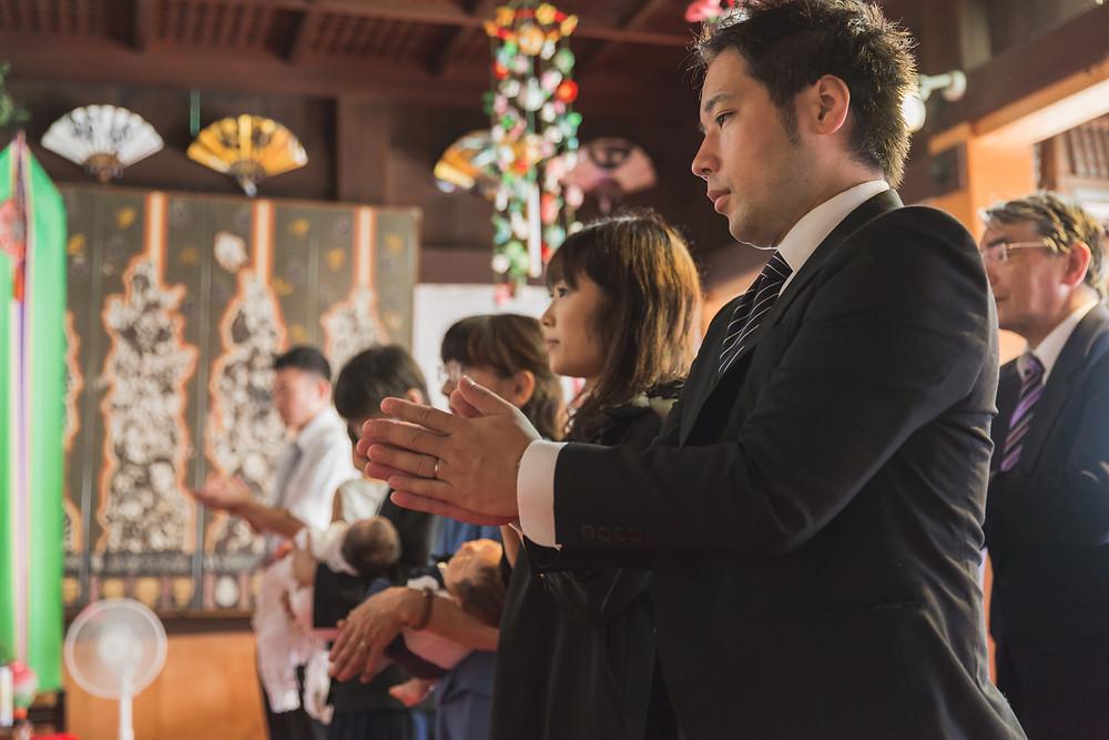 滋賀県長浜市の長浜八幡宮でお宮参りへ行かれるご家族の同行出張撮影。お父さんお母さんそれぞれのご実家でのご自宅撮影も行いました。