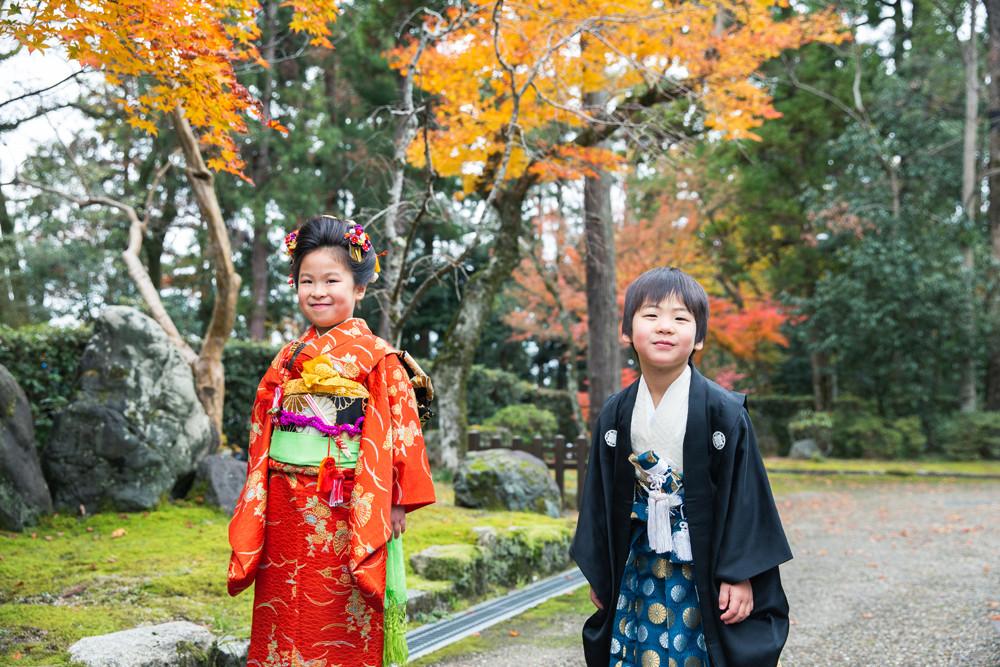 滋賀県犬上郡多賀町の多賀大社へ七五三の出張ロケーション撮影。長浜市を中心に女性カメラマンが七五三やお宮参り、成人式、フォトウェディングの撮影をしています。