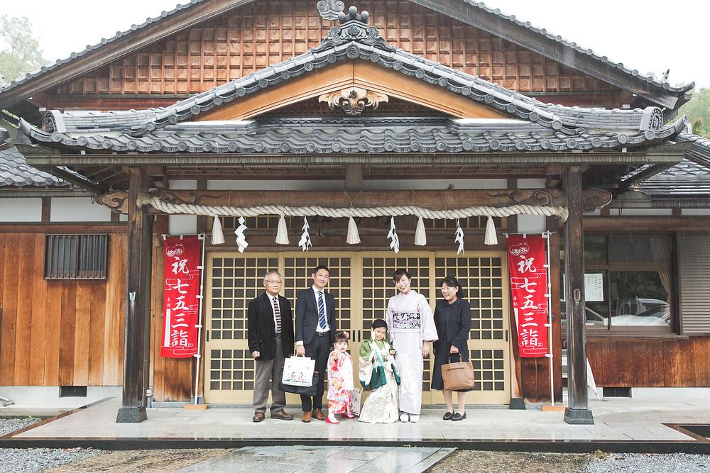 滋賀県彦根市の稲村神社で七五三撮影をフリーカメラマンがしました